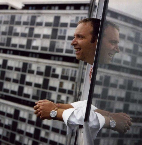 Thierry Apothéloz à la fenêtre, au Lignon