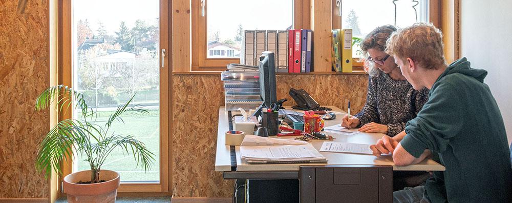 cap emploi soutient les jeunes de la champagne dans leurs choix depuis 5 ans thierry apoth loz. Black Bedroom Furniture Sets. Home Design Ideas